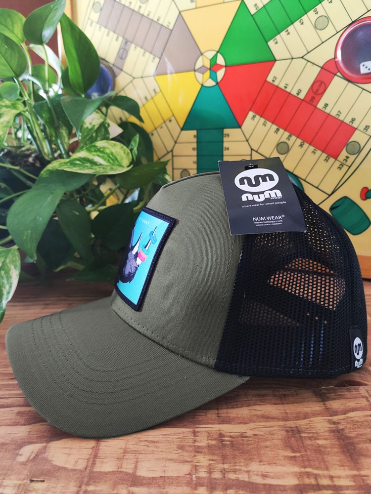 Gorra parche NOT FUNNY Olive NUM wear